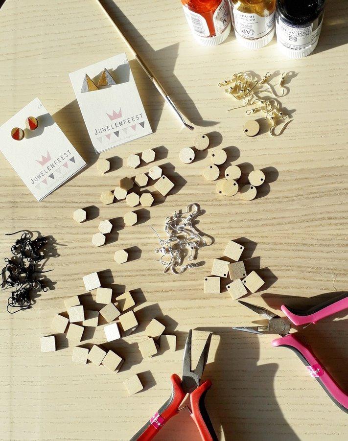 Workshop-houten-oorstekers-----oorhangers