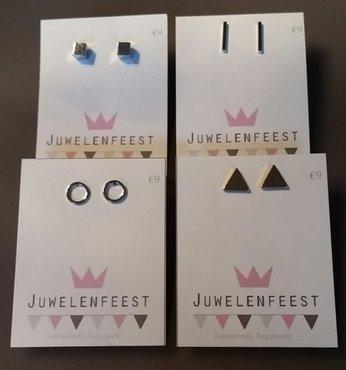 Zilver-, goud- en zwartkleurige geometrische oorstekers